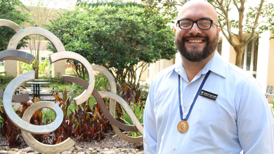 Assistant Professor Recognized, Will Take Students to His Hometown of Panama for Study Abroad Trip
